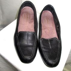 Clarks black leather loafers Size 8.5 M 8 1/2  womens shoes 85130 Timeless