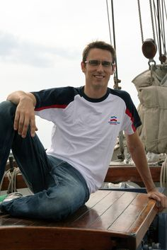 T-Shirt in den Farben der Hanse Sail #hansesail #style #fan #segeln #maritim #merchandise #trend #fashion #accessoires #shirt #cap #sail #sailing #rostock