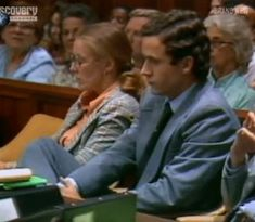 Serial killer Ted Bundy on trial. He looks pretty creepy doesn't he?
