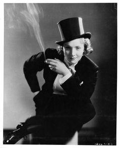Old Hollywood Stars, Classic Hollywood, Hollywood Style, Vintage Hollywood, Hollywood Actresses, Saint Yves, Yves Saint Laurent, Marlene Dietrich Hose, Baggy Jeans Damen