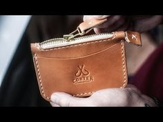 Making a Leather-basically based Zipper Wallet by Hand - Fait main Leather Tutorial, Leather Projects, Leather Crafts, Leather Handbags, Leather Wallets, Leather Keychain, Vegetable Tanned Leather, Leather Working, Tan Leather