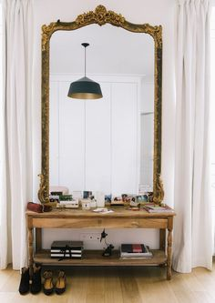 With its perfect pink and green palette, this happy chic Parisian apartment house tour is lending tons of inspiration for relaxed living. home decor House Tour :: A Happy Chic Parisian Apartment - coco kelley Home And Deco, Home Interior, Interior Ideas, Boho Chic Interior, French Interior Design, French Interiors, Interior Colors, Interior Modern, Interior Paint