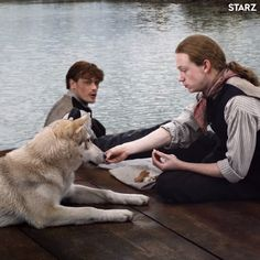 Ian shares his breakfast with Rollo on the roof of the flatboat Outlander Tv Series, Outlander Characters, Outlander Season 4, Outlander 2016, Outlander Novel, Novel Characters, Outlander Casting, Claire Fraser, Jamie Fraser