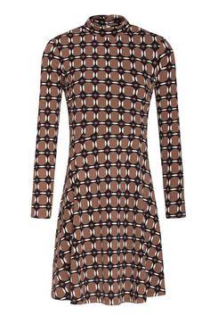Krásné šaty, které si zamilujete na první obléknutí pro jejich velmi příjemný materiál. Vynést je můžete do města, do kanceláře, na oběd s přáteli i zabalit na dovolenou. Jednoduchý střih zvýrazňující ženskou postavu, u krku stojáček, dlouhý rukáv, sukně lehce rozšířená. Materiál pružný, splývavý s jemnou podšívkou (95% polyester, 5% elastan). Doplňte kabelkou a botami z naší nabídky a výsledek bude skvělý. High Neck Dress, Dresses With Sleeves, Long Sleeve, Fashion, Turtleneck Dress, Moda, Sleeve Dresses, Long Dress Patterns, Fashion Styles