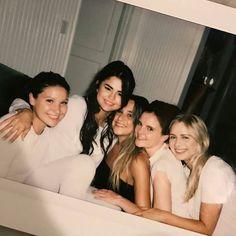 @raquellestevens: Love them so much @raquellestevens: Las amo tanto #SelenaGomez #Selena #Selenator #Selenators #Fans