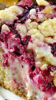 Raspberry Cream Cheese Coffee Cake ~ Moist and buttery cake, creamy cheesecake filling, juicy raspberries and crunchy streusel topping.