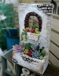Miniature dollhouse plants for a gardenThis post was discovered by Ma Diy Arts And Crafts, Clay Crafts, Easy Diy Crafts, Fairy Garden Houses, Garden Art, Pottery Handbuilding, Pottery Houses, Clay Houses, Concrete Crafts