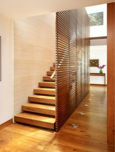 Divider/ full wall before stairs