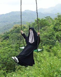 Arab Girls Hijab, Girl Hijab, Muslim Images, Anime Muslim, Face Veil, Saree Look, Ootd Hijab, Beautiful Hijab, Niqab