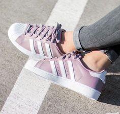 quality design f924e faf50 25 Zapatos y tenis por los que pensarás seriamente vender a tu mejor amiga. Adidas  Superstar ...