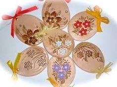 Resultado de imagen de velikonoční keramika Easter Crafts, Holiday Crafts, Egg Tree, Types Of Art, Party Time, Decorative Plates, Clay, Diy Crafts, Ceramics