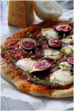 PIZZA au BRIE, FIGUES et NOISETTES