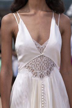 Wedding Dresses Simple Off White .Wedding Dresses Simple Off White Fashion Details, Look Fashion, Runway Fashion, High Fashion, Fashion Design, Fashion Clothes, Fashion Women, Fashion Ideas, Bridal Fashion Week