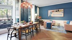 In the arrondissement, the adorable neighborhood with narrow streets that lead through medieval houses, you will find the Apartment Hollmann in Paris.
