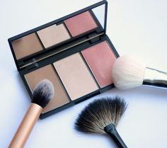 The contour and blush palette by Sleek.. Gorgeous....