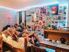 61 gorgeous dorm rooms decor that will inspire some big ideas 7 - Bedroom inspo - Dorm Room Cute Dorm Rooms, College Dorm Rooms, Dream Rooms, Dream Bedroom, My New Room, My Room, Foto Best Friend, Photowall Ideas, Cute Room Ideas