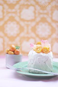 Tiny, pretty cakes. And so easy!