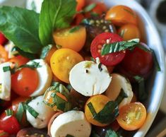 The Healthy Foodie gives us this idea for caprese salad. Check out the recipe here Salada Caprese, Caprese Salad, Tomato Salad, Food Salad, I Love Food, Good Food, Yummy Food, Yummy Yummy, Delish