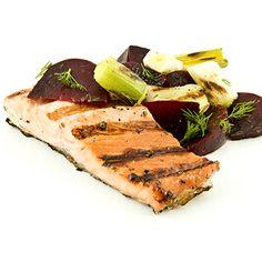 Saumon mariné à l'érable et au poivre, salade de betteraves et poireaux à l'aneth au BBQ