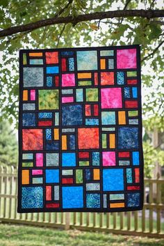 Stained Glass Quilted wall hanging – Verre et de vitrailes Stained Glass Quilt, Stained Glass Patterns, Quilt Patterns Free, Wall Patterns, Quilting Projects, Quilting Designs, Art Quilting, Quilting Templates, Modern Quilting