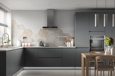 40 Inspiring Dark Grey Kitchen Design Ideas Ordinary more current and better kitchen designs are brought into the market thus what might request today might be out of style a couple of months after the fact. Grey Gloss Kitchen, Charcoal Kitchen, Grey Kitchen Walls, Gray And White Kitchen, Grey Kitchens, Kitchen Colors, Cool Kitchens, Grey Walls, Grey Kitchen Interior