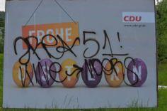 """Wahlwerbung in Rhein-Berg #gl1: Das Kleben der anderen - Kölner Stadt-Anzeiger -- (...) Und am Montag wird wieder umplakatiert. Zumindest bei der CDU. Dann sollen auch die zeitlich leicht überholten """"Wir-wünschen-frohe-Ostern""""-Plakate überklebt werden, und zwar mit dem Konterfei des Kandidaten Lutz Urbach. Mal schauen, wie jung er dann über Nacht geworden ist."""