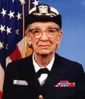 Grace M. Hopper fue una pionera en el campo de las ciencias de la computación, además de contraalmirante en el ejército de los Estados Unidos. Conocida informalmente como Amazing Grace, se convirtió en una de los primeros programadores del ordenador Harvard Mark  I y desarrolló el primer compilador para un lenguaje de programación.
