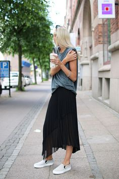 Black skirt, loose sleeveless tee, white/cream tennies
