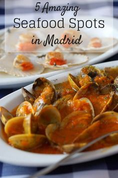 Landlocked Madrid will surprise you with amazingly fresh seafood, like these clams in a rich spicy tomato sauce. Join us on a food tour in Madrid to try some of the tastiest seafood dishes, some of whose recipes were invented here! Seafood House, Best Seafood Restaurant, Fish Dishes, Seafood Dishes, Seafood Platter, Ibiza, Madrid Restaurants, Spicy Tomato Sauce, Fresh Seafood
