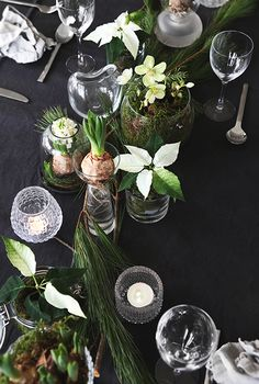 Here are 16 awesome ideas for diy Christmas decorations. Thanksgiving Table Settings, Christmas Table Settings, Holiday Tables, Swedish Christmas, Scandinavian Christmas, Winter Christmas, Modern Christmas, Christmas Candles, Christmas Lights