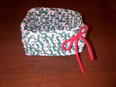 Canastita navideña verde rayada