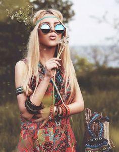 ╰☆╮Boho chic bohemian boho style hippy hippie chic bohème vibe gypsy fashion indie folk the . Hippie Love, Hippie Chick, Hippie Bohemian, Hippie Man, Boho Gypsy, Hippy Girl, Beach Hippie, 70s Hippie, Gypsy Chic