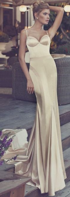 Glamorous in gold. This silk evening gown is making us swoon!