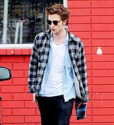 So damn cute *sigh! Twilight Saga Series, Twilight Edward, Twilight Movie, Vampire Twilight, Edward Cullen, Edward Bella, Hollywood Actor, Hollywood Celebrities, Male Celebrities