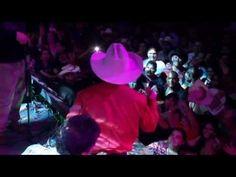 Emilio Navaira -  Como Le Hare  (El Regreso Del Rey En Vivo) love Emilio y Raulito!