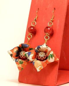 Pendientes de Origami (Kouki 17K3LDr) Paper Quilling Jewelry, Paper Earrings, Paper Jewelry, Wire Earrings, Diy Jewelry, Crochet Earrings, Diy And Crafts, Arts And Crafts, Paper Crafts