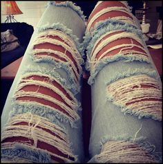 Ripped jeans >>