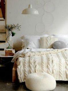 Вязаные пледы и подушки
