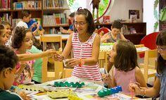 El Centro de Desarrollo Sociocultural (Peñaranda de Bracamonte, España) reparte miles de abrazos entre sus usuarios a la vuelta de vacaciones.