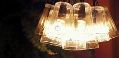 Descubra como um cofre, uma mangueira de LEDs e copos americanos podem servir de matéria-prima para criativas luminárias. A criação ficou a cargo da designer de interiores Erika Karpuk