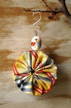 Items similar to Christmas YoYo Ornaments - Set of 4 on Etsy Christmas Ornaments To Make, Christmas Fabric, Christmas Projects, Holiday Crafts, Christmas Crafts, Felt Christmas, Christmas Colors, Homemade Christmas, Christmas Decorations