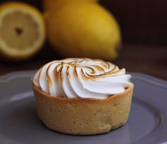 Tartaletas de limón y merengue [Lemon pie tarts]