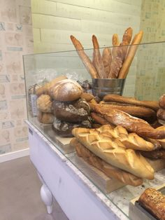 Descubre nuestro último trabajo con Uvepan, en Clara del Rey (Madrid). Panadería, pastelería, cafetería ...