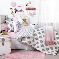 Dormify Hello Gorgeous Room // shop dormify.com to get this look.