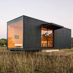 Source movable fabricated container house interior design on - Container Home Designs, Container Homes For Sale, Building A Container Home, Container Architecture, Container Buildings, Architecture Design, Backyard Office, Backyard House, Movable House
