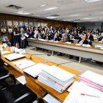 CCJ aprova PEC que determina perda imediata de mandatos de condenados pela Justiça