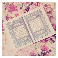 The Holy Quran on a pink floral background (hijab). | nooralhuda.nl