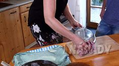 Jak se peče domácí chleba | Prima nápady Tray, Home Decor, Homemade Home Decor, Decoration Home, Board, Interior Decorating