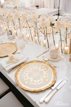 We're obsessed with these gold and white charger plates!   WedLuxe– White Roses Forever   Photography by: Jasalyn Thorne Photography Follow @WedLuxe for more wedding inspiration!  #wedluxe #wedluxemagazine #whitewedding #whiteroses #vancouverwedding #weddinginspo #weddingideas #whitewedding #chargerpaltes #goldchargerplate #weddingdecor