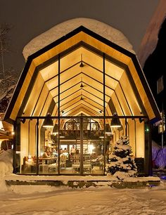 The best new ski resorts in the AlpsRemarkable homes nestled near the slopes from the pages of ADThe must-have winter sport accessories of the season Thanks to party planner Bronson van Wyck's holiday decorations, a Park Avenue apartment brims with dashing Yuletide spirit